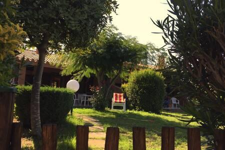 Casa vacanze con giardino a 600 mt dal mare