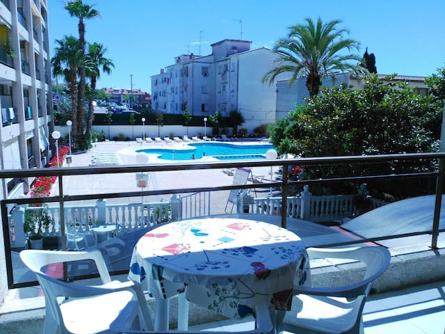 T027 Apartment with pool in Calella.