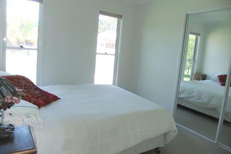 Modern bedroom & own A/C lounge near the beach. - Maroochydore