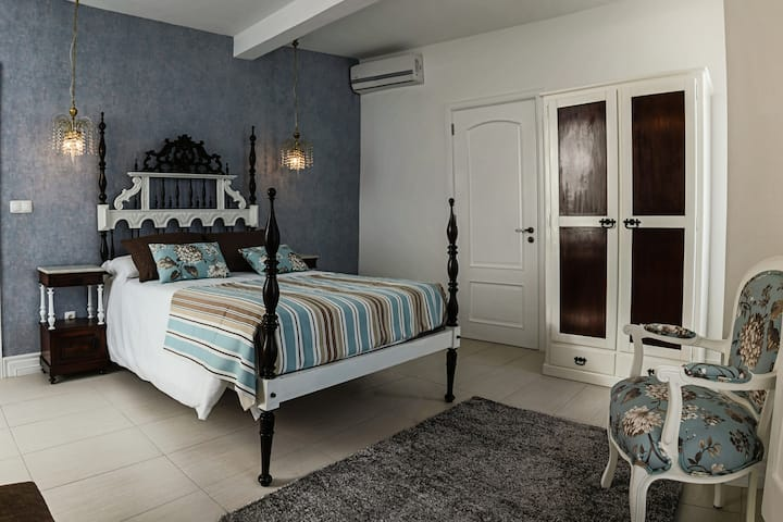 Manor-house, 3 double beds
