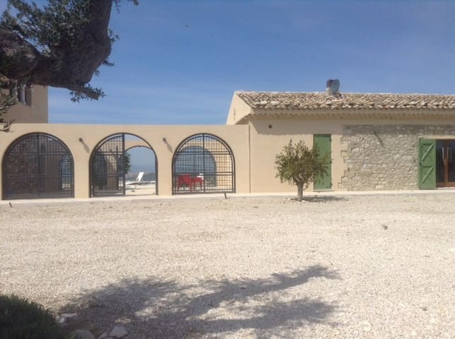 A sunny hiltop farm villa with pool and view - Guglionesi - Villa