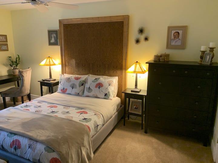 Cozy West Bedroom Near Metra & The Glen
