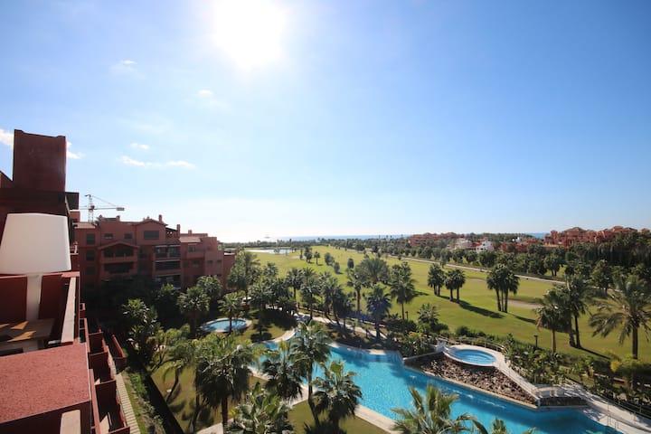 Luxury penthouse Playa Granada golf + pool jacuzzi