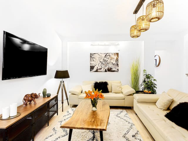 Modern Family Townhouse Marbella Center Roof Terrace wifi