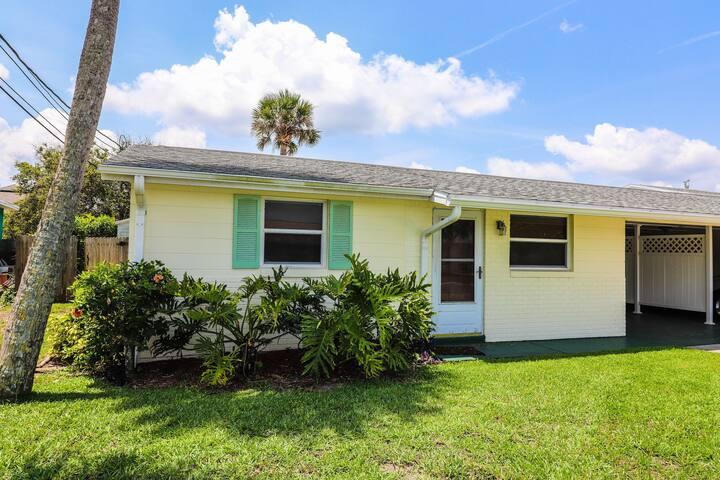 """""""Lazy Daisy"""" Renovated Beachy 2 Bedroom- Walking Distance To The Beach And Flagl"""