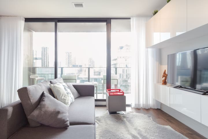 Enjoy the View & Relax  in a Heart of Downtown T.O. Apartment in King Street West