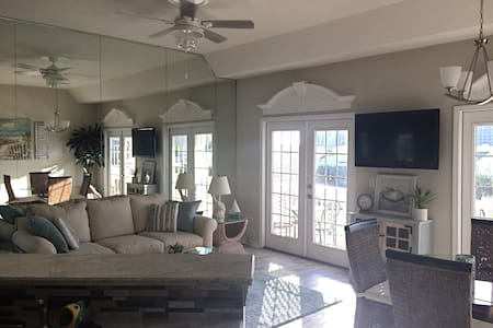 Newly renovated condo - 2br/2bth - Sandpiper Cove