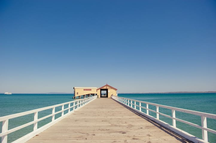 A stroll along the pier to the historic life-boat shed & old waiting room for paddle-steamer passengers. Beautiful views across the bay to Portsea, Sorrento & beyond.  During winter you may even see a whale or two resting in these waters.