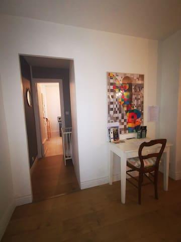 Gionges : chambre avec SDB privative.