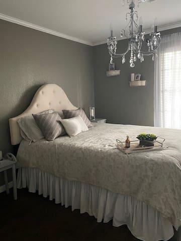 #2  Queen Bed