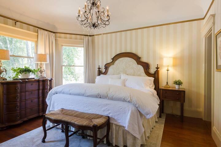 General Vallejo Suite - Bancroft Inn King Room