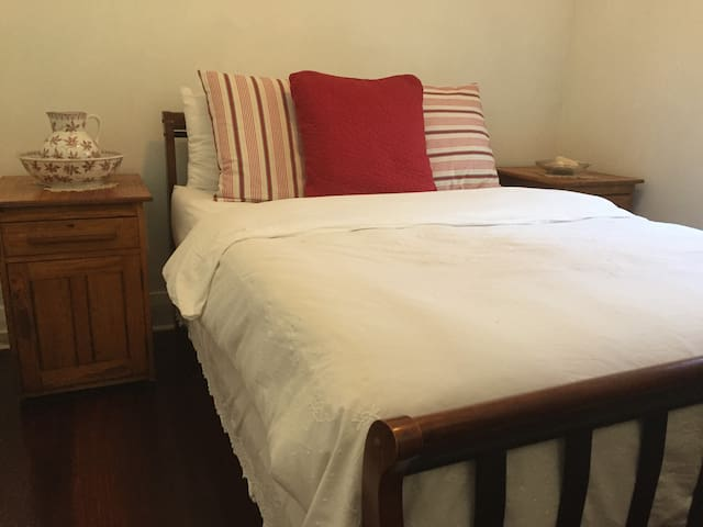 Holland on the Park - Fremantle - Bed & Breakfast