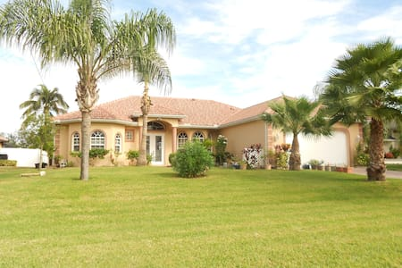 2 bedroom home ,pool parking - Cape Coral