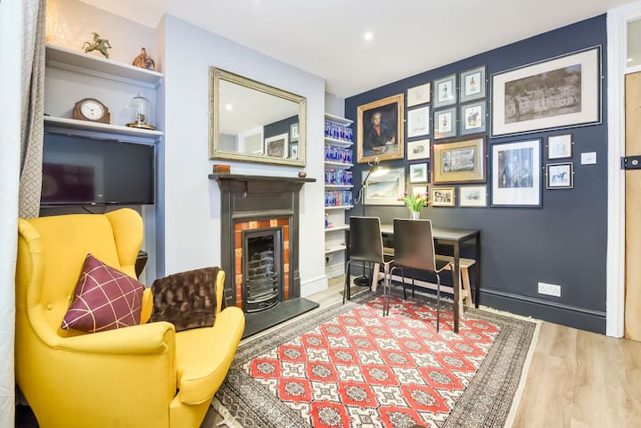 Private 1 Bed Victorian Home Walk toTower Bridge!