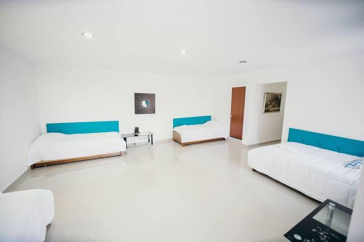 ¡Habitación para 10 personas sobre el embalse