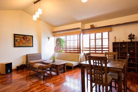 Arty spacious bright flat - Miraflores