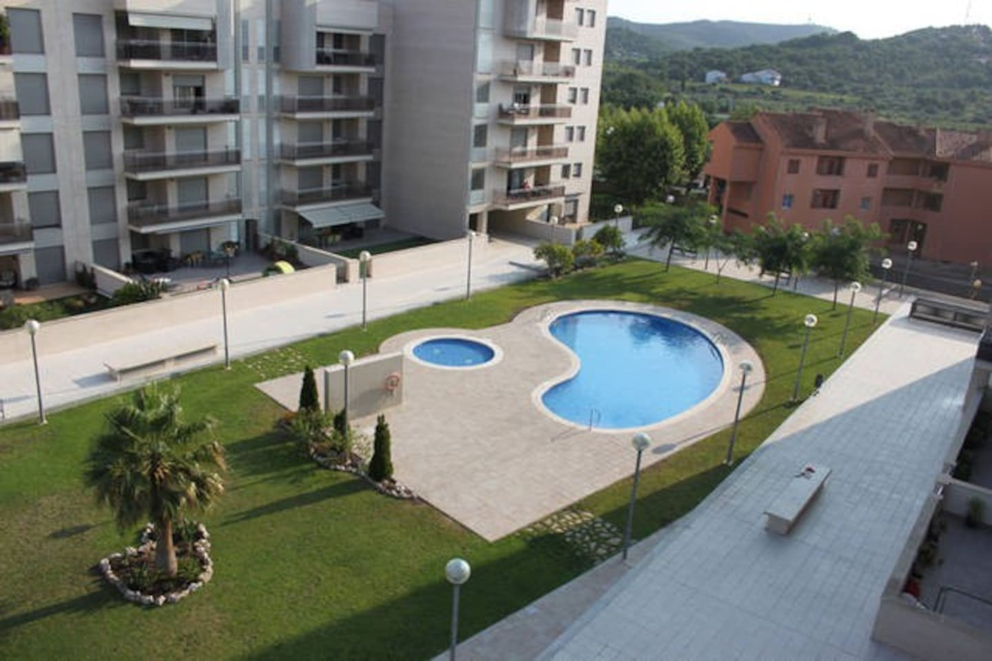 Closed residence with a swimming pool and the kids´pool
