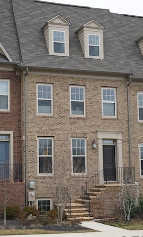 1 bdrm w/ in-suite bath at Shady Grove Metro - Derwood - Casa