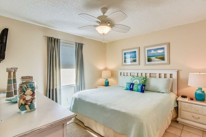 Oceanview Condo (2b/2b) Bright, Fresh, Fun For All