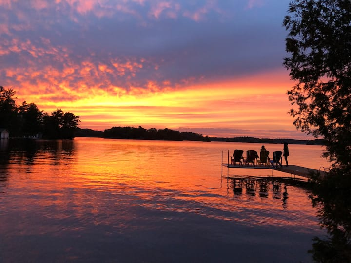 Severn Waterfront Cottage with breathtaking sunset