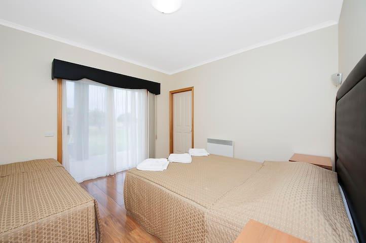 Reef View Apt 1 - pool, spa & sauna - Marengo - Apartment