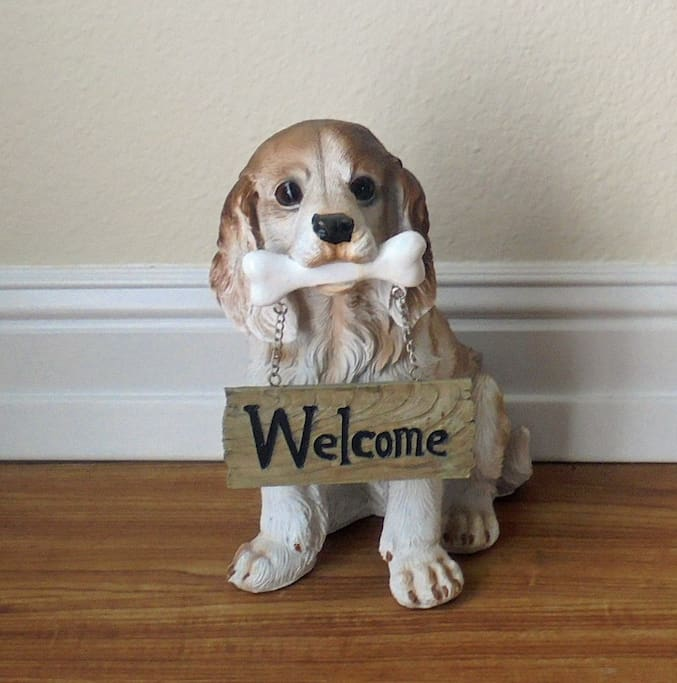 """Official chinaware """"greeter"""""""