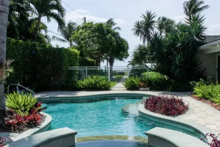 Harbourside 1- Paradise in PB Shores - Pool/Hot Tub - PB Inlet Water Way - Grill - Walk everywhere!