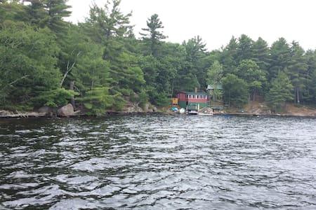 Island cottage on Lake Muskoka - Bracebridge - Sommerhus/hytte