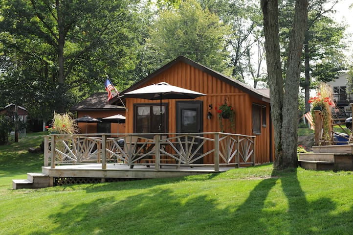 Lake Front Log Cabin with a Great Deck