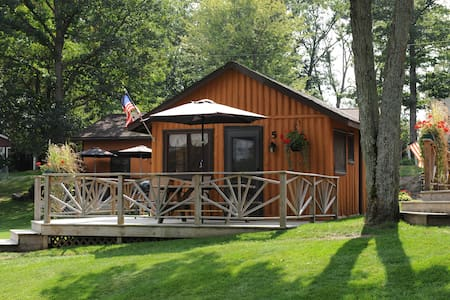 Lake Front Log Cabin with a Great Deck - West Branch - Kisház