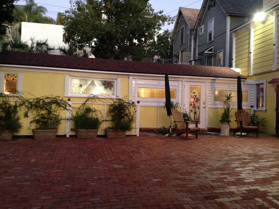 Economical stay in the Carriage House of a historical Victorian