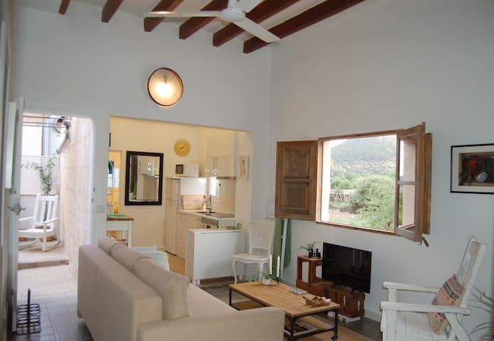 Preciosa casa de pueblo con vistas al campo