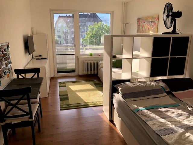 studio apartment, close to train station / FlixBus