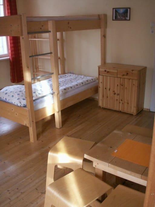 2-Bett Zimmer mit Stockbett
