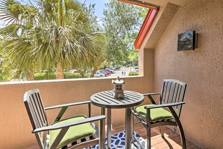 NEW! Colorful Condo w/Jetted Tub, Walk to Eateries