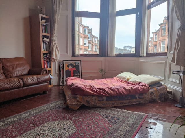 Large Cosy & Quite Glasgow South Facing Room