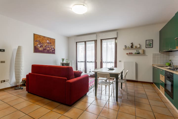 Comfortable Apartment - Free shared Pool & Garage