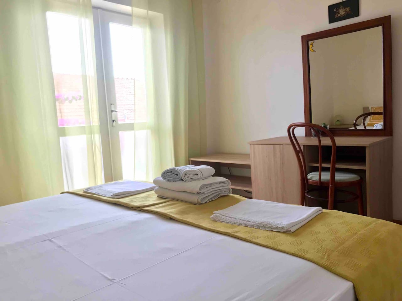 Spacious double/twin room with garden & city view