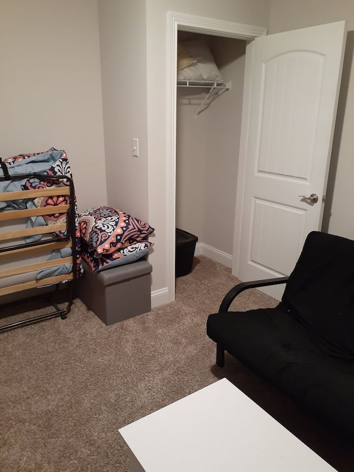 Room Within 5 Minutes of Fort Campbell!!!