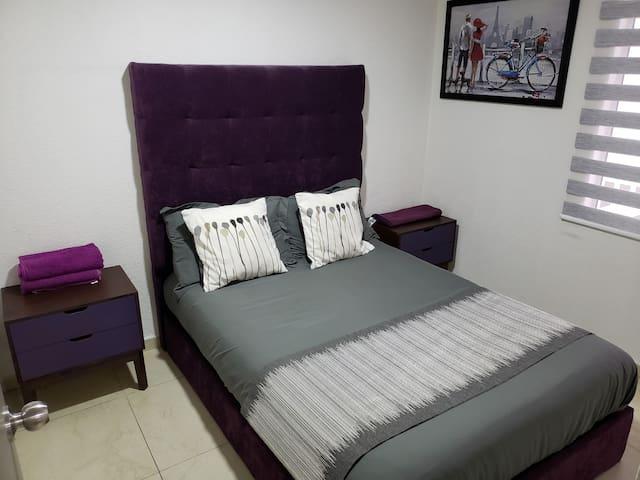 Dormitorio cómodo. Comfortable dormitory