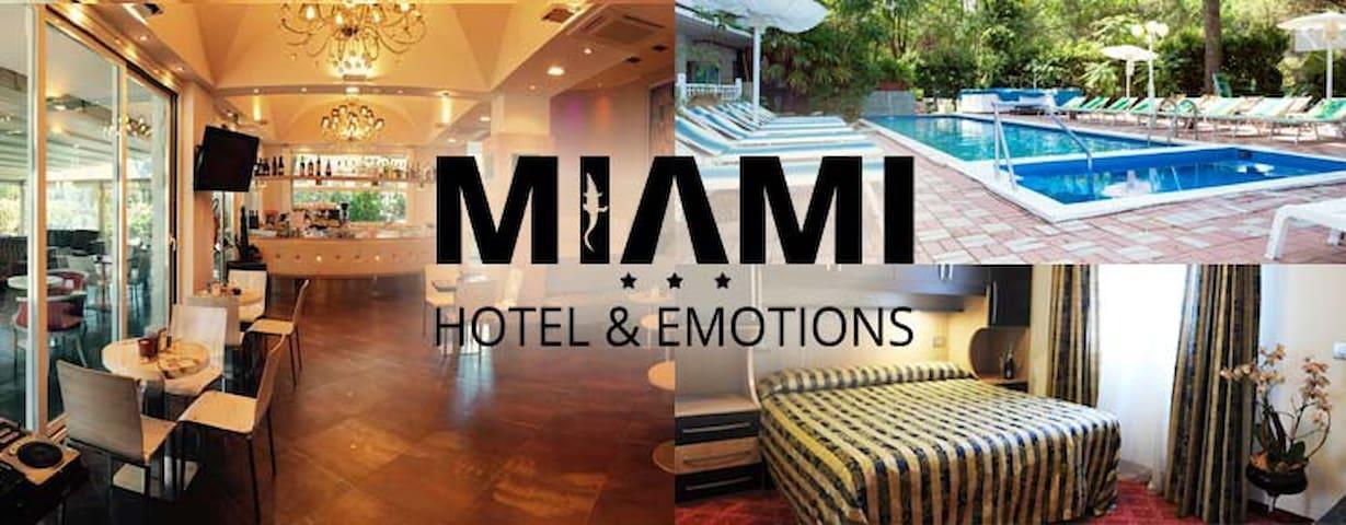 Hotel Miami *** Camera Matrimoniale 05