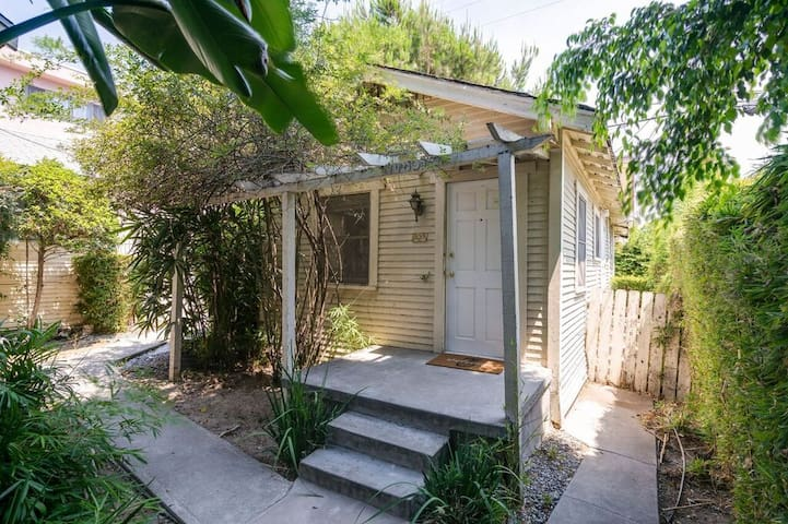 1-bedroom House on a quite WeHo Street