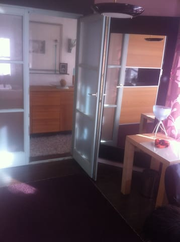 Schönes modernes Zimmer mit Balkon - Kempten (Allgäu) - Apartment