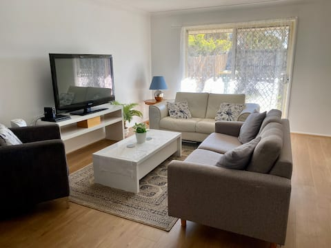 Heart  of Capalaba - long term stays available.