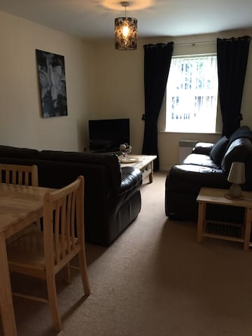 A large modern 2 bed flat, safe & quiet. - Darlington - Apartment