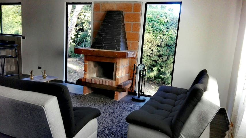Cómoda y moderna casa de campo en el Parque Arví.