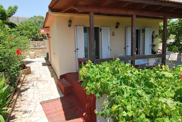 """Seaview"" cottage in Mavrata, close to Katelios - Cephalonia - House"