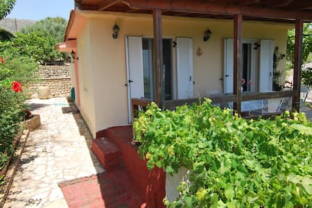 """Seaview"" cottage in Mavrata, close to Katelios - Cephalonia - Hus"