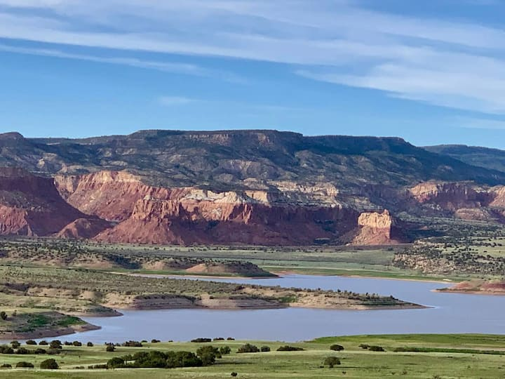 Small and Beautiful Private Room on Mesa Overlooking Abiquiu Lake.
