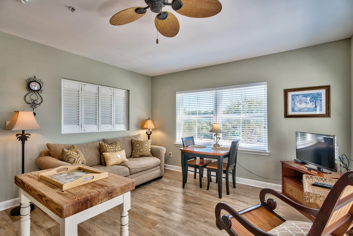 Bright end unit, Gulf views, across the street from beach, coffee shop just below, several restaurants